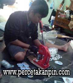 Proses Pembuatan Pin di Percetakan Pin